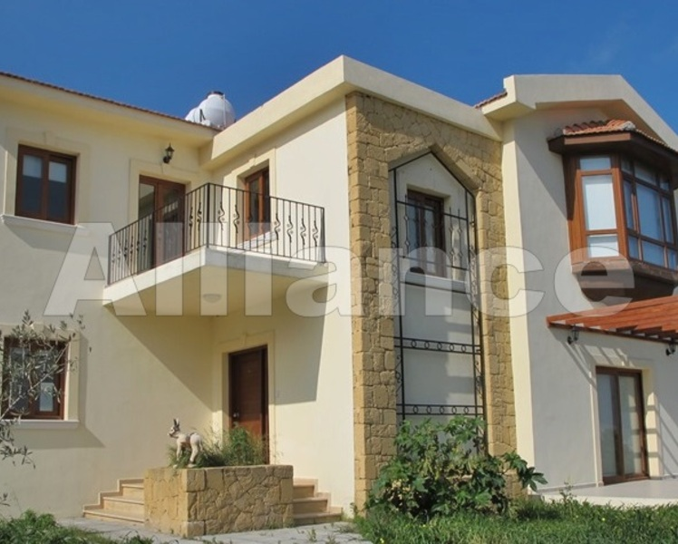 Villa in Alsancak, sea shore