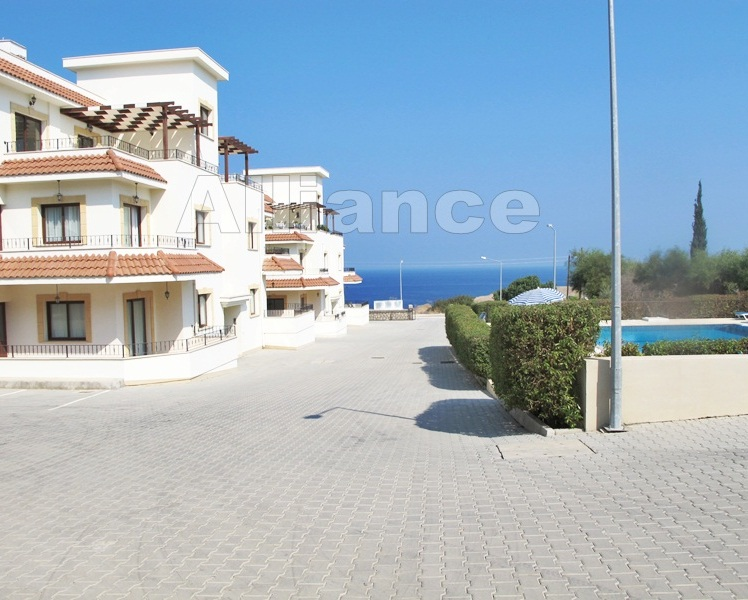 Three bedroom apartment in Tatlisu, sea side!