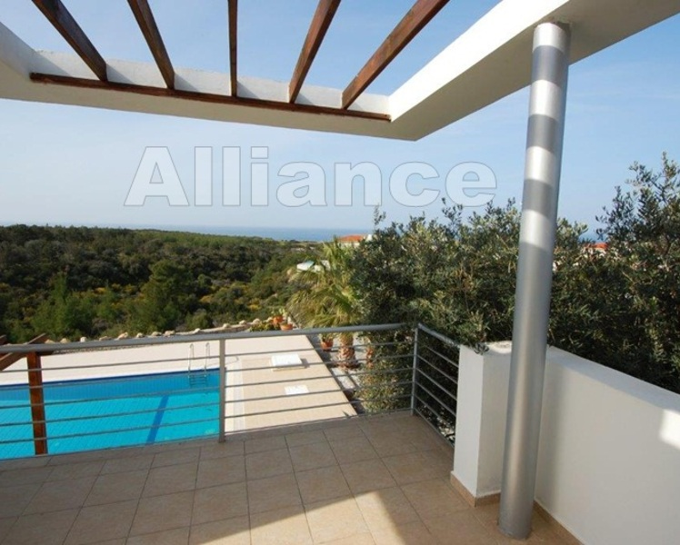 Villa within walking distance to the beach, rent for long  term