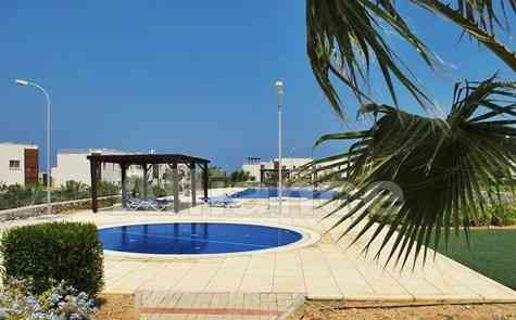 The apartment in Tatlisu, in a gated complex, sea shore