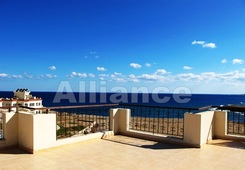 Resale property. Seafront apartment