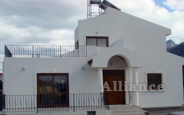 Villa in Alsancak by the sea, the beach and the city infrastructure!