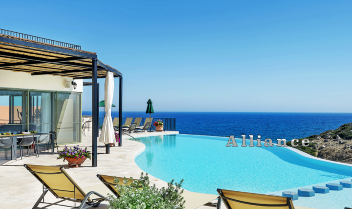 Welcome to the luxury - villa with 7 bedrooms on the first line of the sea!