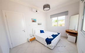 Three bedroom apartment with terrace and garden on the beach