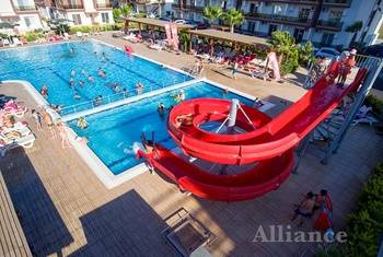 Rent an apartment in Cyprus - a swimming pool in the development