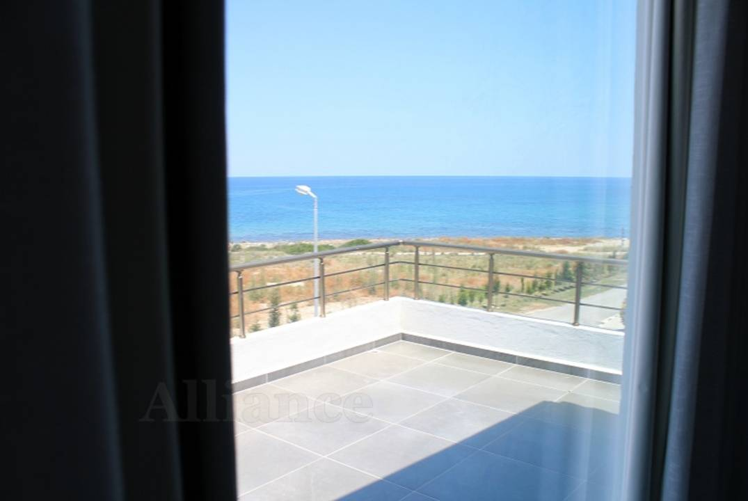 Villa on the first line of the sea in a residential complex in Bahceli