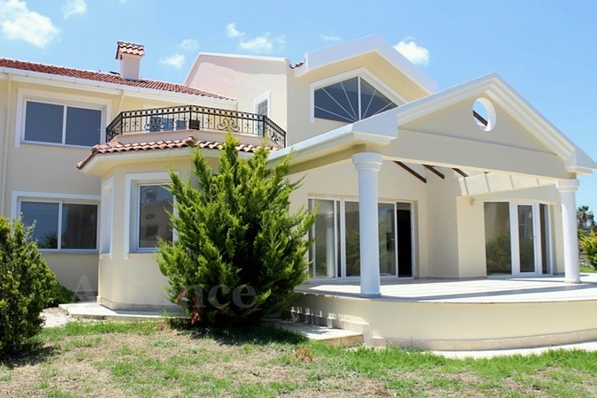 Luxury villa in Lapta