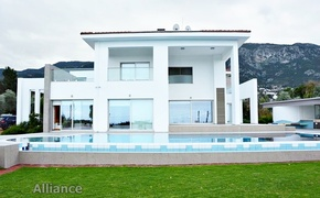 Luxurious villa on three dunums of land