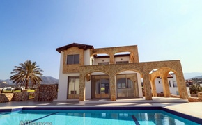 Villa on the first coastline in Bahceli