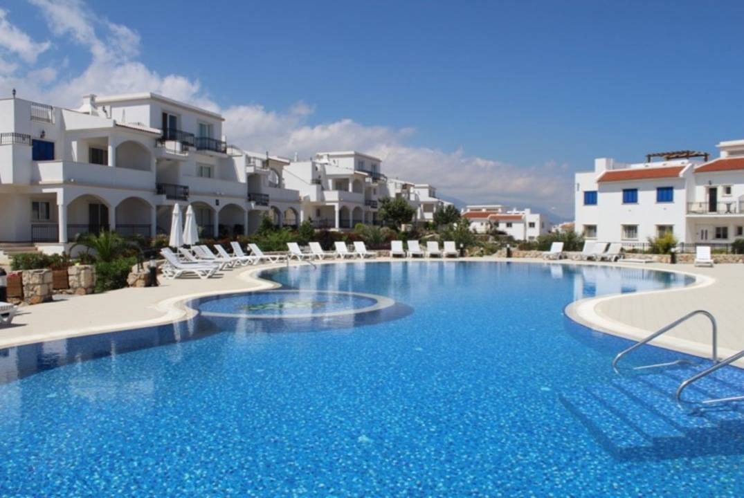 Resale apartment with a spacious terrace overlooking the sea, 3 + 1