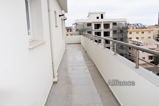 Luxurious penthouse 2 + 1 in the central part of Famagusta