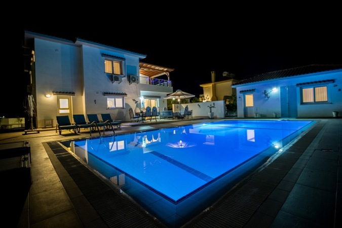 Luxury villa with four bedrooms in Bogaz, titles, with furniture