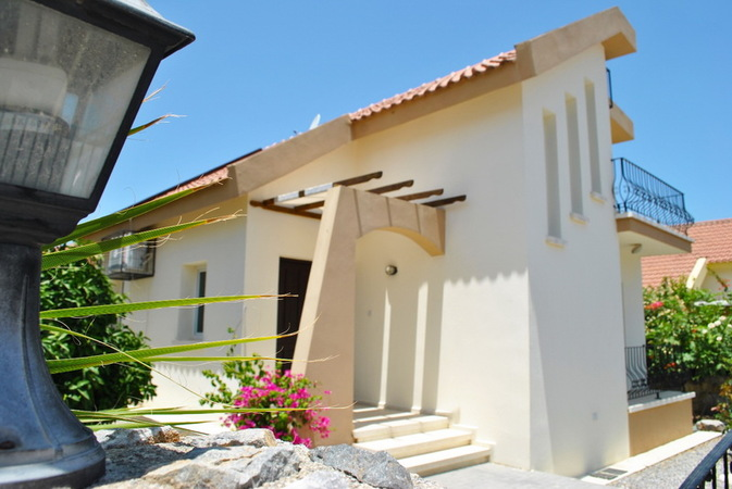 3-bedroom villa - swimming pool 8m x 4m, furnishing, air conditioning, white goods