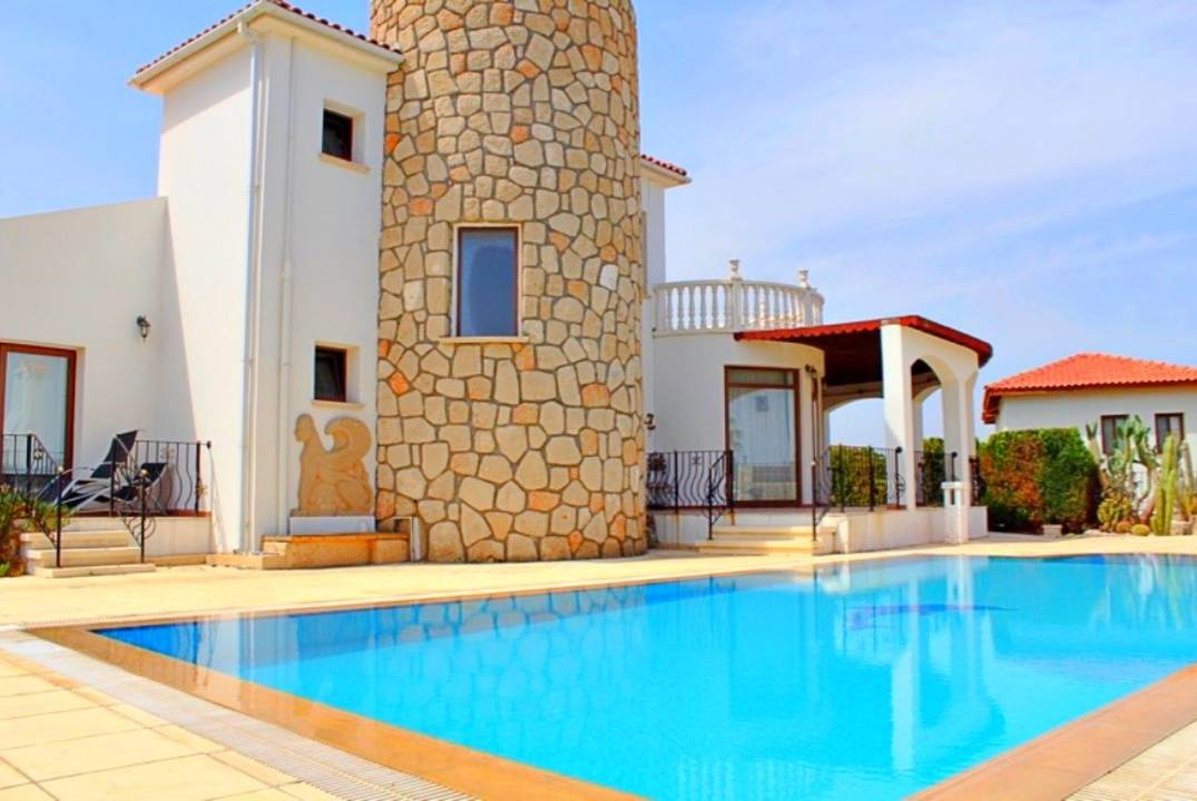 Furnished, well-maintained villa in Bahceli, for sale with furniture