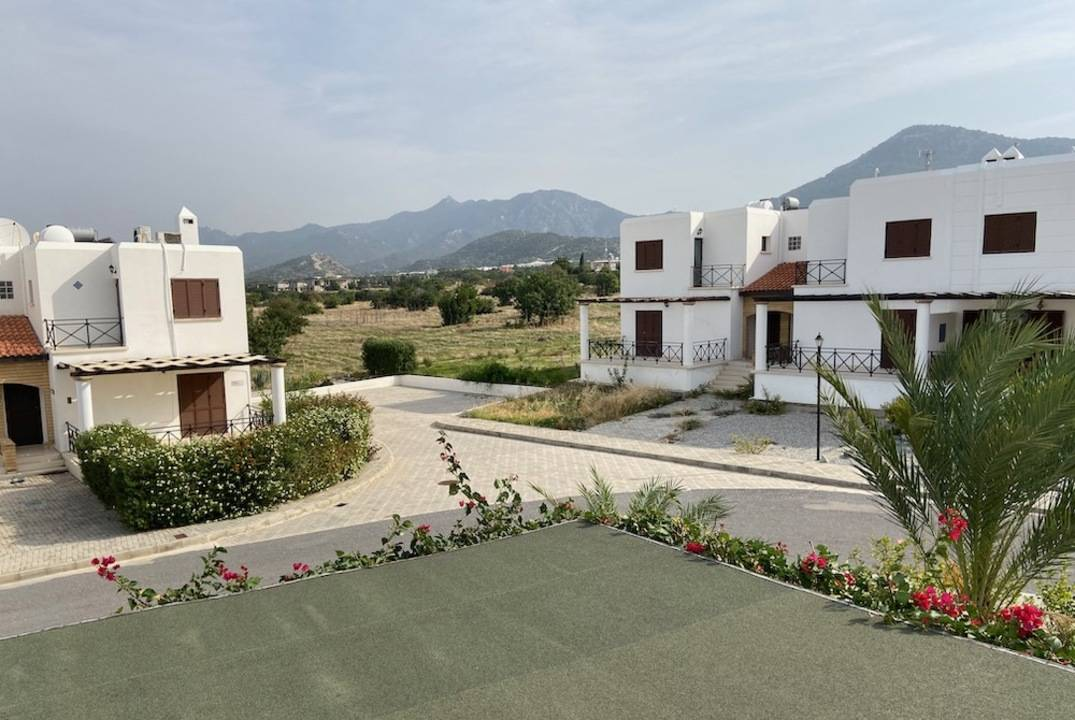 Villa in Tatlisu in a complex on the beach, 4 bedrooms, for rent
