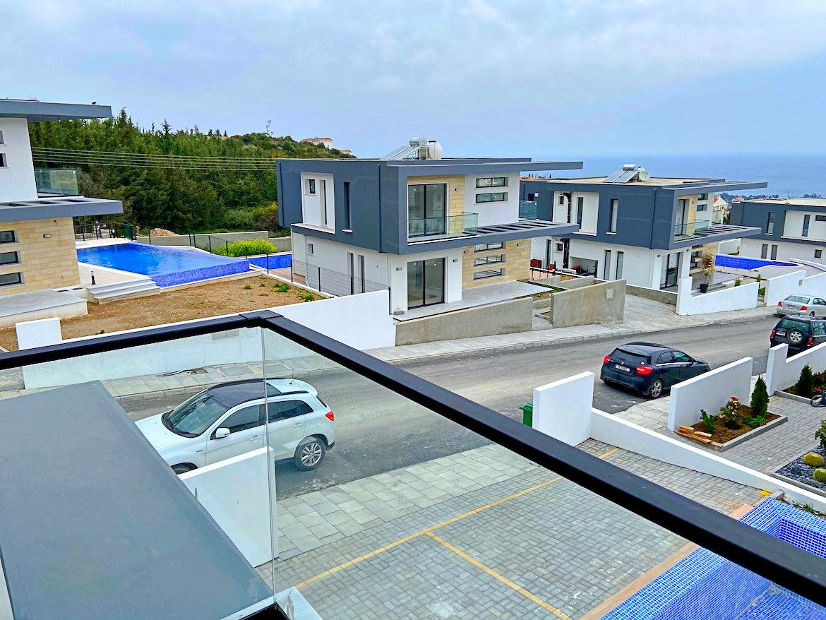 Modern villa in Edremed, 4 bedrooms
