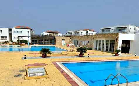 Garden apartment in a complex on the beach in Tatlisu