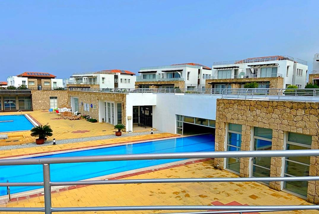 Luxurious 3 bedroom penthouse in a complex on the beach!