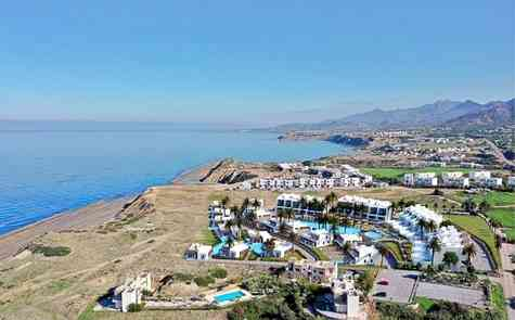 Apartments of different layouts and penthouses in an exclusive complex by the sea in Esentepe