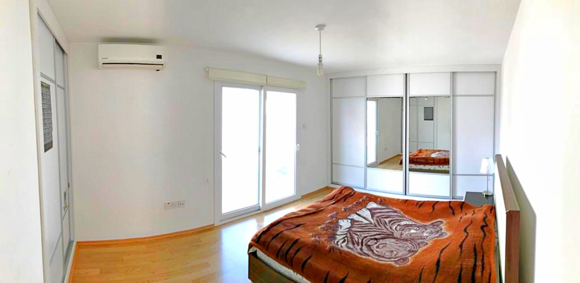 Three bedroom apartment in the center of Famagusta,resale, Turkish title