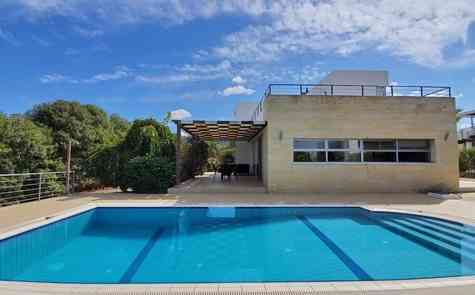 Modern 4-bedroom villa in a quiet area of Esentepe on the coast