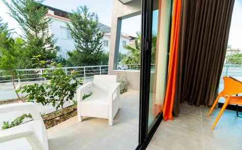 Apartment on the beach in the settlement of Lapta, in a complex with a swimming pool