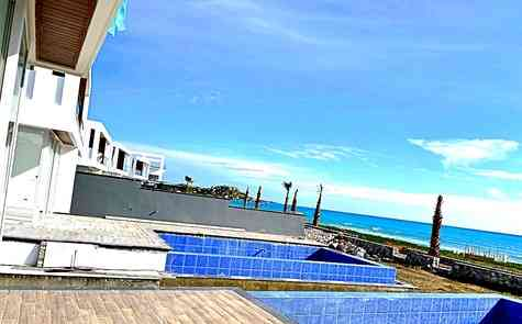 Luxury townhouse with three bedrooms in the development  with private beach