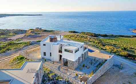 Luxury villas on the beach, Bahceli
