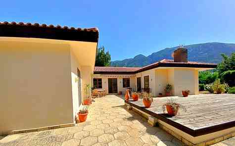 Luxury bungalow with a large garden, privacy and silence!