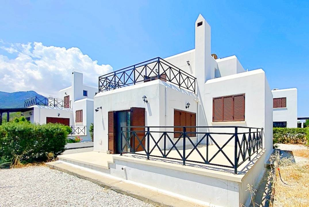 Three-bedroom villa in a gated complex on the beach