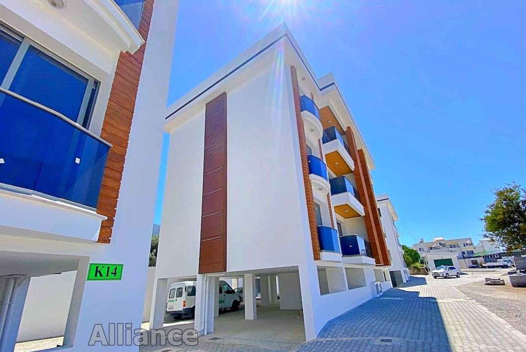 Three bedroom apartments in a new modern complex in Alsancak