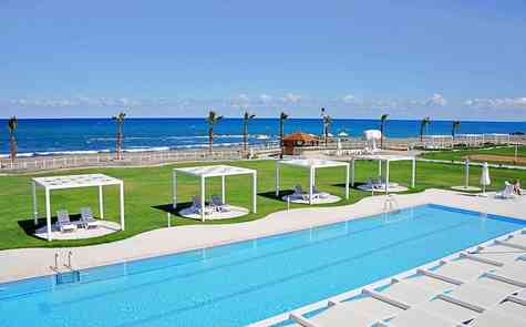 2 bedroom apartment on the sandy beach, uninterrupted views of sea and the mountains!