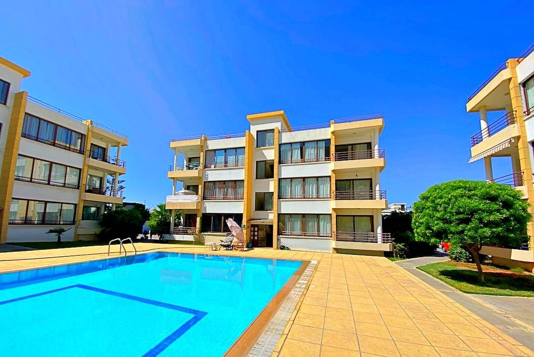 Large three-bedroom apartment in Lapta, in a cozy complex with a swimming pool